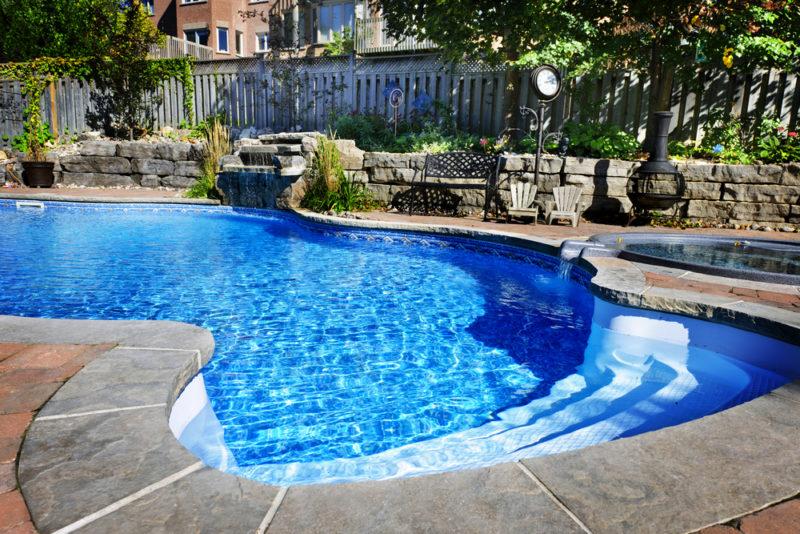 abris de piscine nécessaire